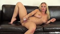 Austin toys her twat on the couch and then shows how to blow