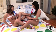 Whimpering lesbian teen mangles her raw quashie with a dripping blue dildo