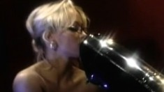 Hot lesbian action between two blonde MILFs with incredible bodies