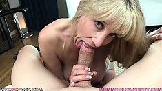 This MILF can certainly impress guys in need of a proper blowjob