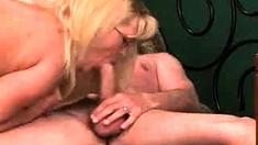 Amateur Hairy Milf Rides for creampie
